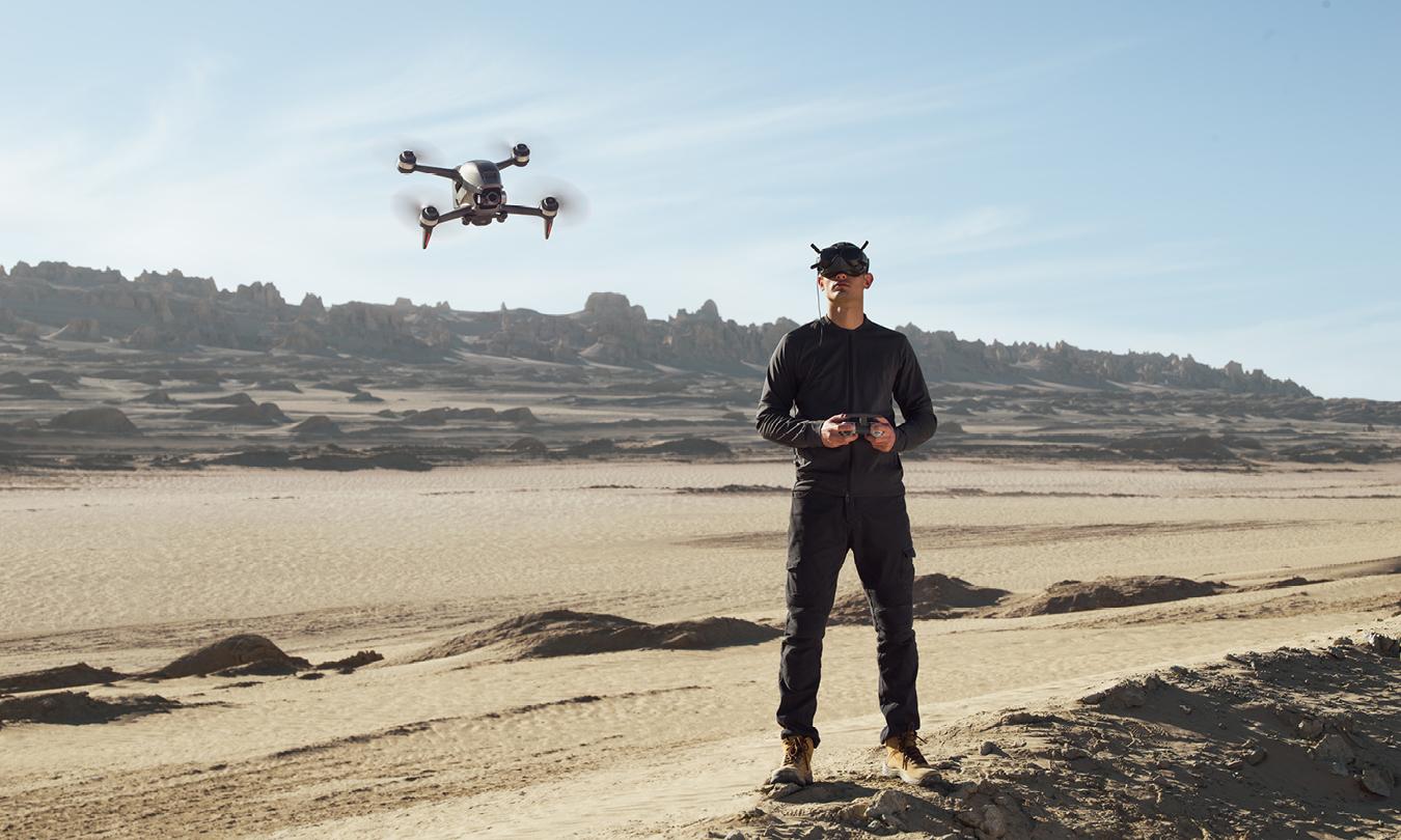 przechylony dron obraz 1